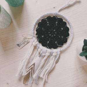 Attrape-rêve 10 cm crochet noir ou blanc