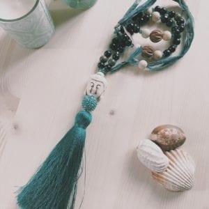 Collier pompon perles en bois et sari indien