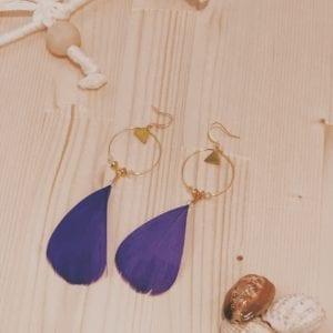 Créoles perles facette et triangle doré et plumes