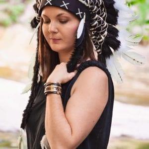 Coiffe indienne noire et blanche