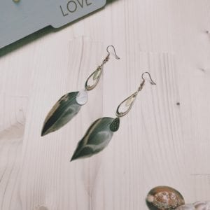 Boucles d'oreilles connecteurs dorés et plumes de canard