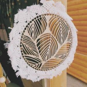 Attrape-rêve base bois feuilles 30 cm et macramé