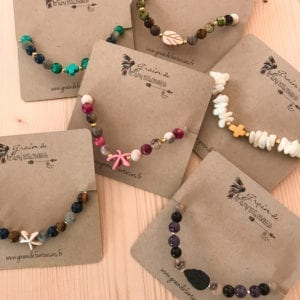 Bracelet pierres gemmes et breloques turquoise