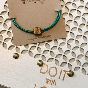 Bracelet cuir cordon et breloque bronze