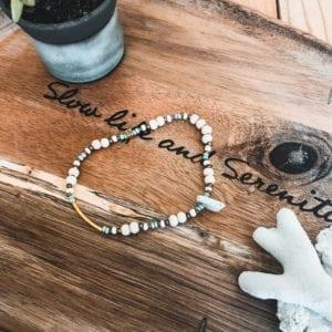 Bracelet de cheville et perles diverses