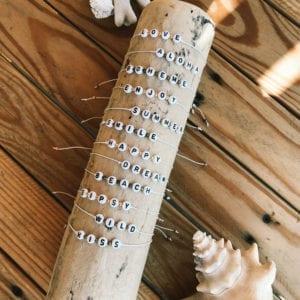 Bracelet en chanvre et lettres