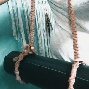 Anse tapis de yoga en macramé