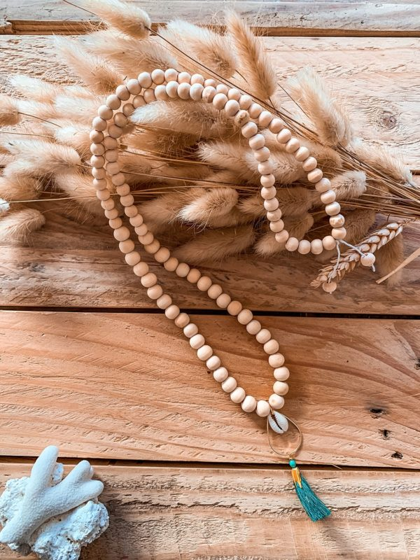 Collier bois pendentif pompon & cauris